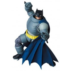 Figura Batman Armored The Dark Knight Returns MAF EX Medicom Mafex